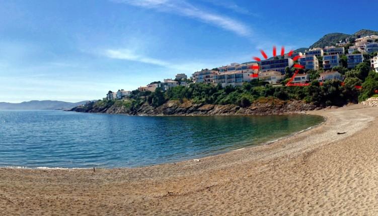 Edificio en la playa_pano_ratllat_r